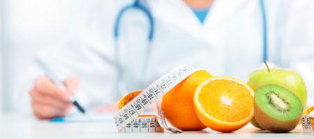 medico y frutas